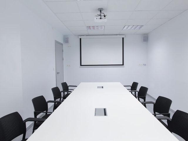 Sala de Reuniones con proyector